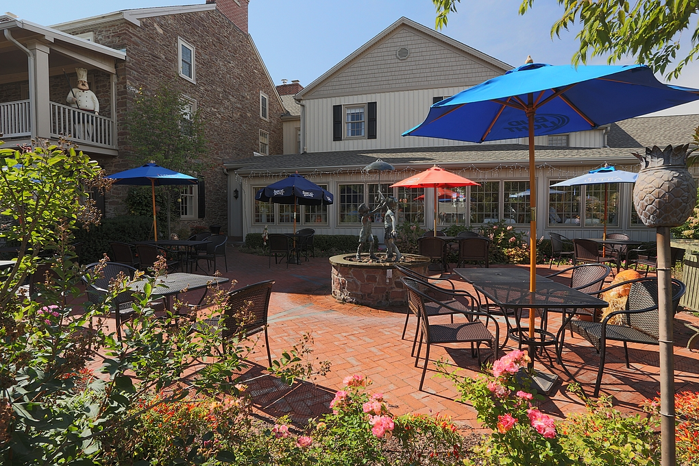 Plumsteadville Inn - Outdoor Patio
